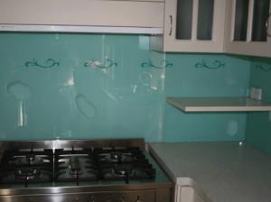 lise na kuhinjskem steklu