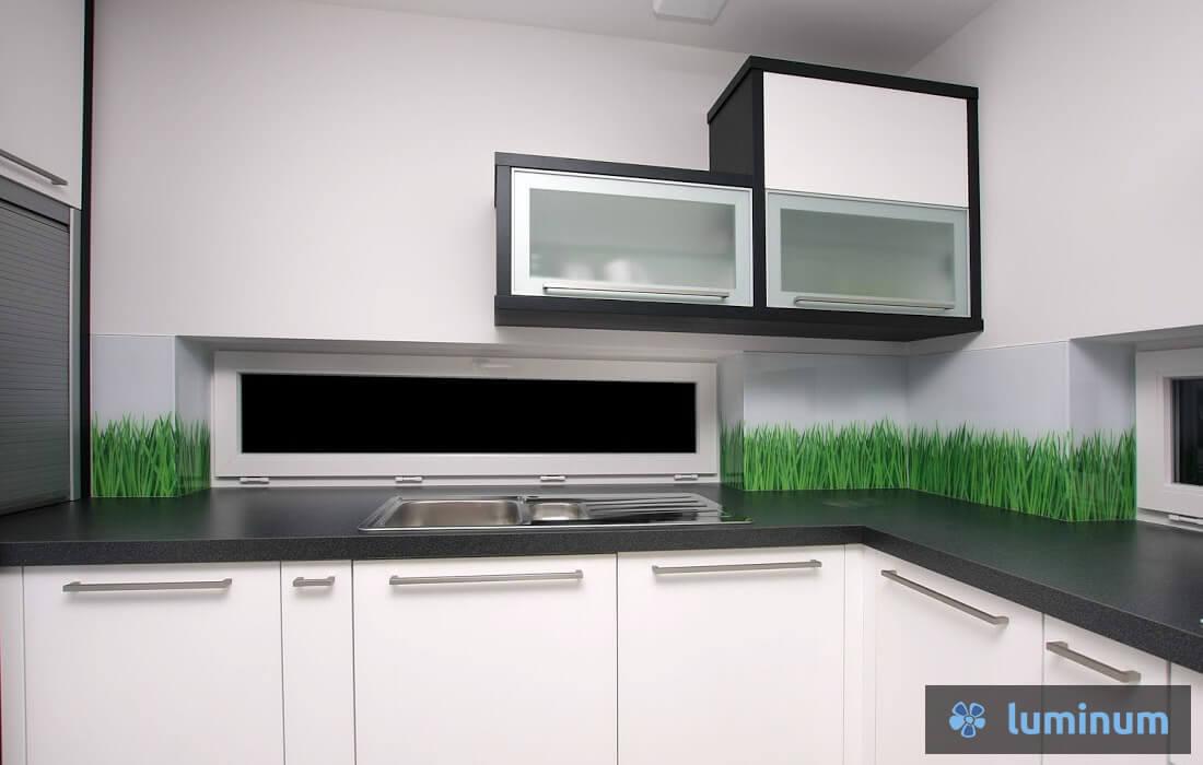 Kuhinjska stekla z zelenim mladim žitom