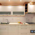 Kuhinjsko steklo s sivimi regratovimi lučkami Gornjska