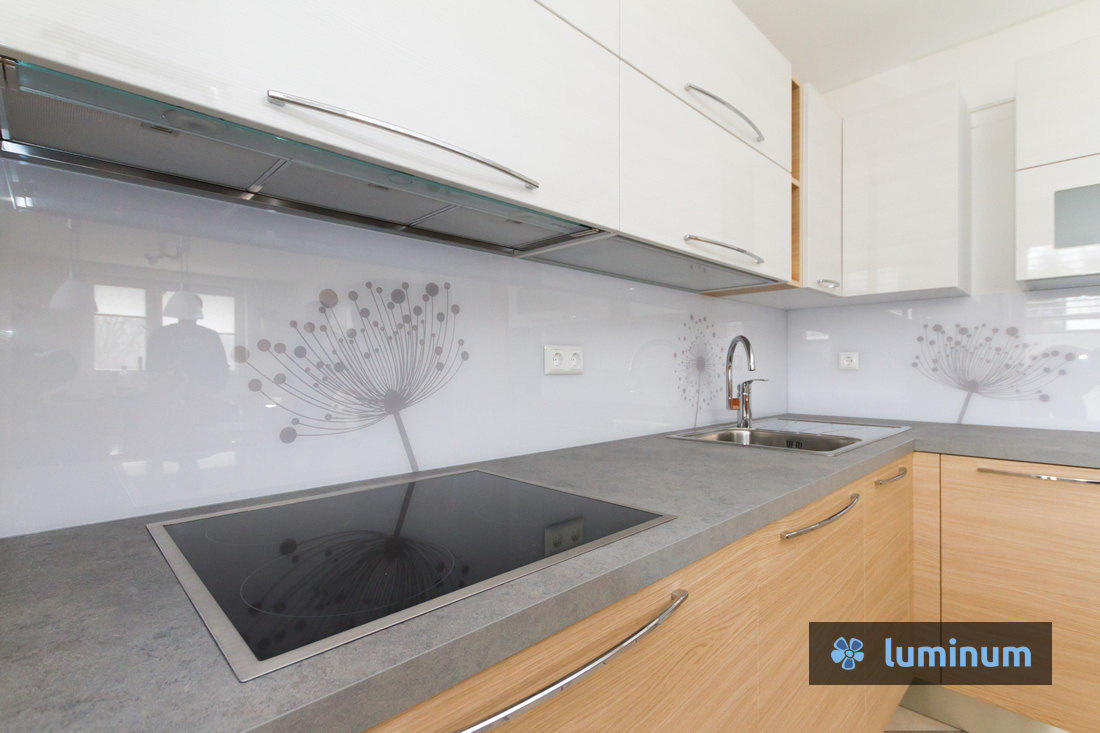 Kuhinjsko steklo v siviih odtenkih, nevpadljivo,