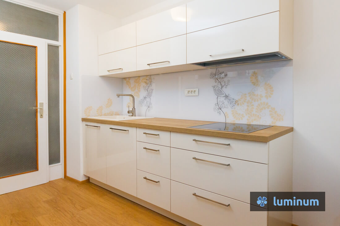 Kuhinjska stekla Luminum s kreativnim dizajnom