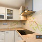 kreativno kuhinjsko steklo v naravnih barvah