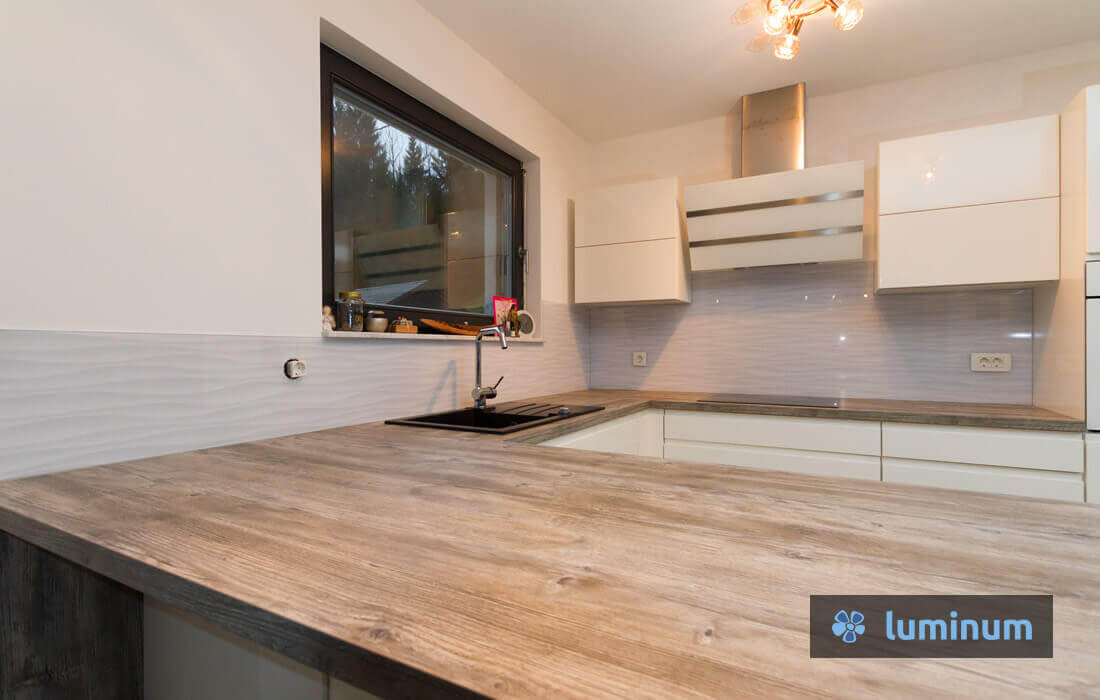 kuhinjska stekla luminum z motivom sivi valovi